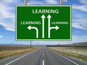Dans quelle direction aller pour trouver un cours d'anglais en ligne?