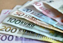 Payez le juste prix, obtenez une bourse d'études ou... Sortez les billets de banque!