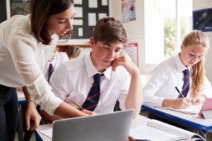Des élèves en immersion scolaire en Angleterre