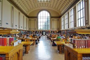Immersion scolaire en internat en Angleterre (photo de la bibliothèque)
