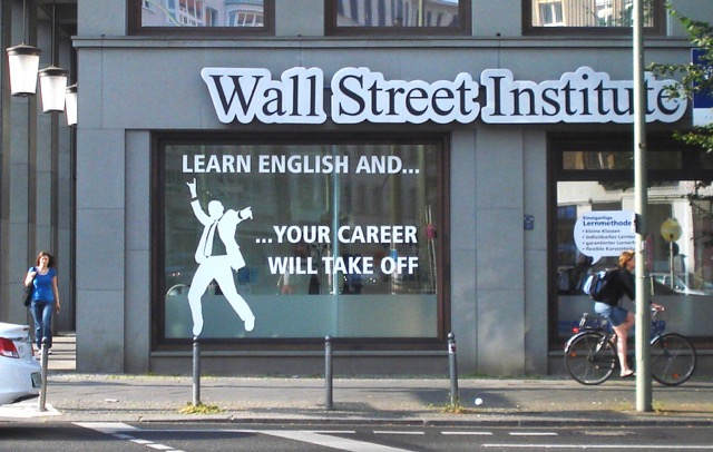 "CV Langues... Affiche du Wall Street Institute ""Learn English and your career will take off""."