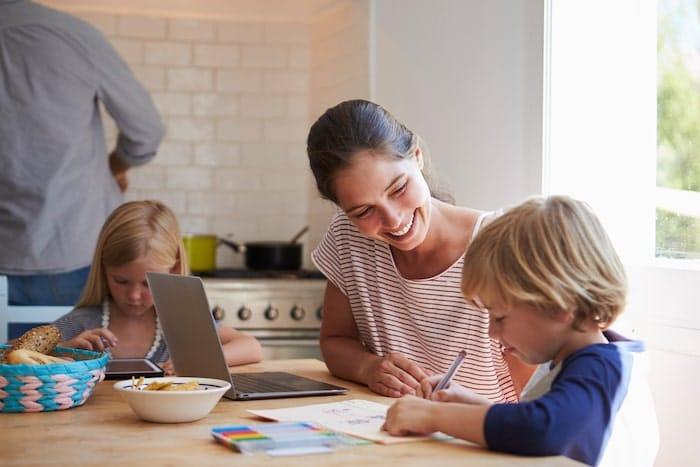 L'avis d'une famille qui travaille avec ses enfants sur le programme du Cours Sainte-Anne