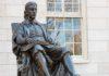 Statue John Harvard à l'université Harvard