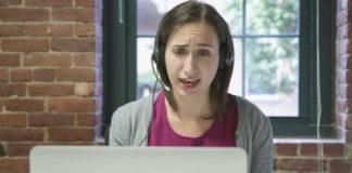 Une femme prend un cours d'anglais par skype