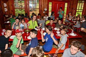 Le réfectoire du camp d'été francophone Tekakwitha