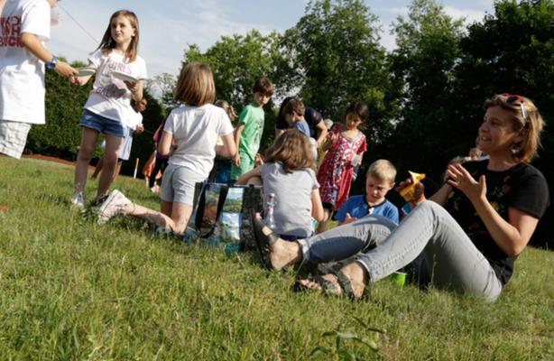 Des enfants jouent pendant le camp dété de EFGB