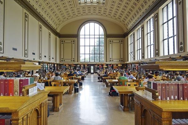 Bibliothèque universitaire dans le cadre d'un échange Erasmus +