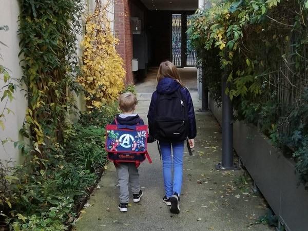 2 enfants sont leur rentrée scolaire en France après une expatriation