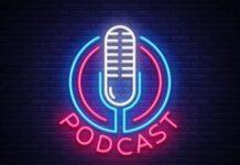 Podcast écrit en lettres lumineuses