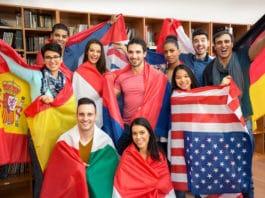 Des ados et étudiants en séjour linguistique