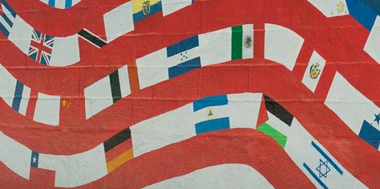 Drapeaux représentant des séjours linguistiques à vocation humanitaire dans différents pays