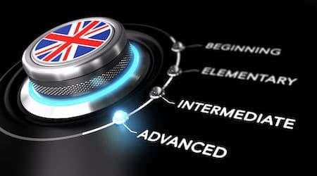 Bouton exprimant les niveaux en anglais requis pour intégrer une université en Angleterre: intermediate ou advanced