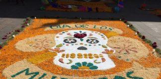 Tapis d'un autel des morts pour Dia de los Muertos, Mexico.