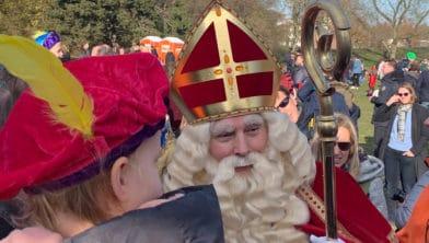 Un enfant biculturel rencontre le Sinterklaas néerlandais